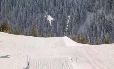 Project visual Entrainement de ski sur une structure spéciale au Canada