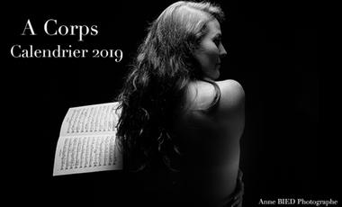 Visuel du projet A Corps : Calendrier 2019 artistique réunissant 13 photographies de musiciens