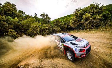 Visueel van project Devenez champion du monde des rallyes avec Yohan Rossel