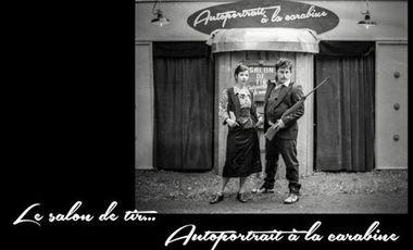 Project visual autoportrait à la carabine: entresort forain