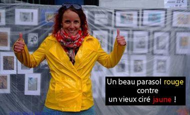 Visueel van project Un beau parasol rouge contre un vieux ciré jaune