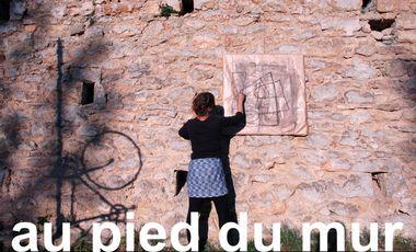 Project visual au pied du mur