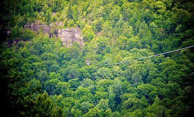 Project visual Une falaise et 400 mètres de câbles
